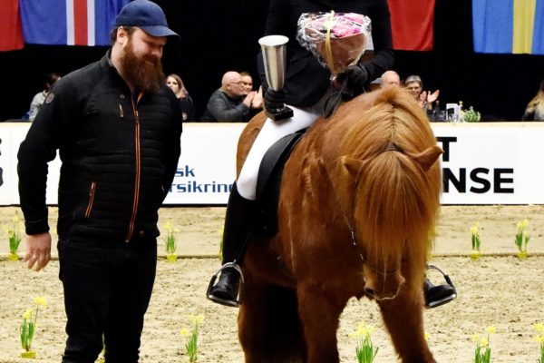 MCK1752 JARL show 220220 Honorary Award offspring